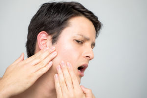 man with pain in jaw